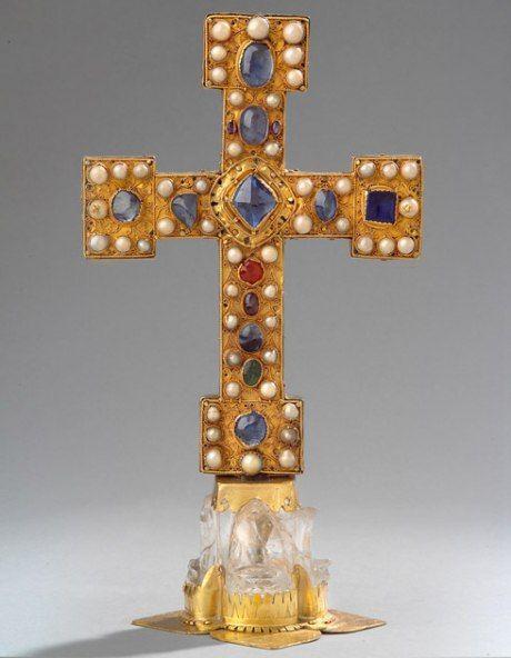 Reliquienkreuz, Vorderseite