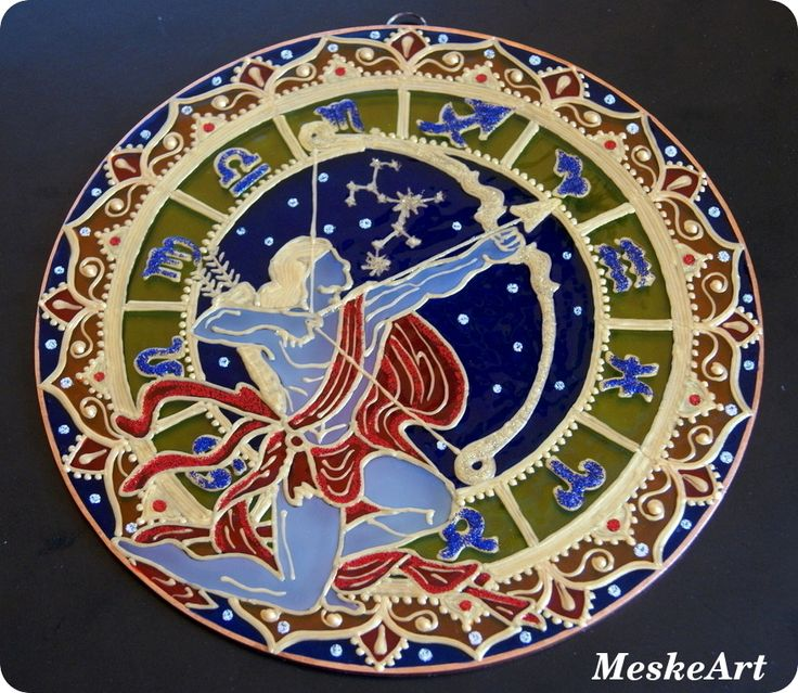 Nyilas mandala rézkeretes üveglapon, fekete háttér előtt fotózva / Saggitarius mandala, painted by hand on glass, photo was taken before black background, 20 cm