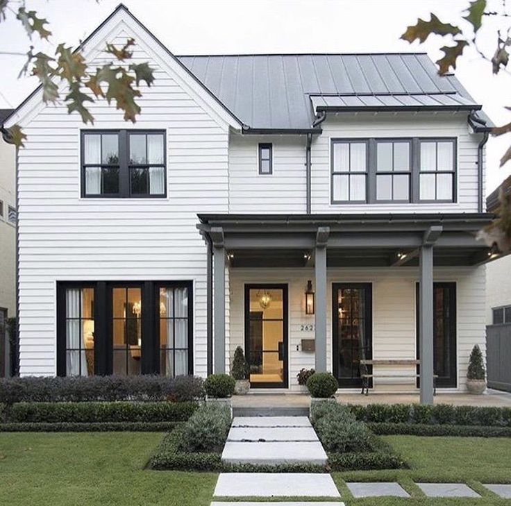 Ultra Chic Farmhouse Style Dwelling In The Village Of Sag Harbor Modern Farmhouse Exterior Farmhouse Exterior Exterior Design