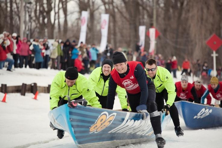Trois-Rivières Extrême - Course de canot à glace au Parc de l'île Saint-Quentin. Claude Lajoie, professeur au Département des sciences de l,activité physique à l'UQTR est un adepte de ce sporté