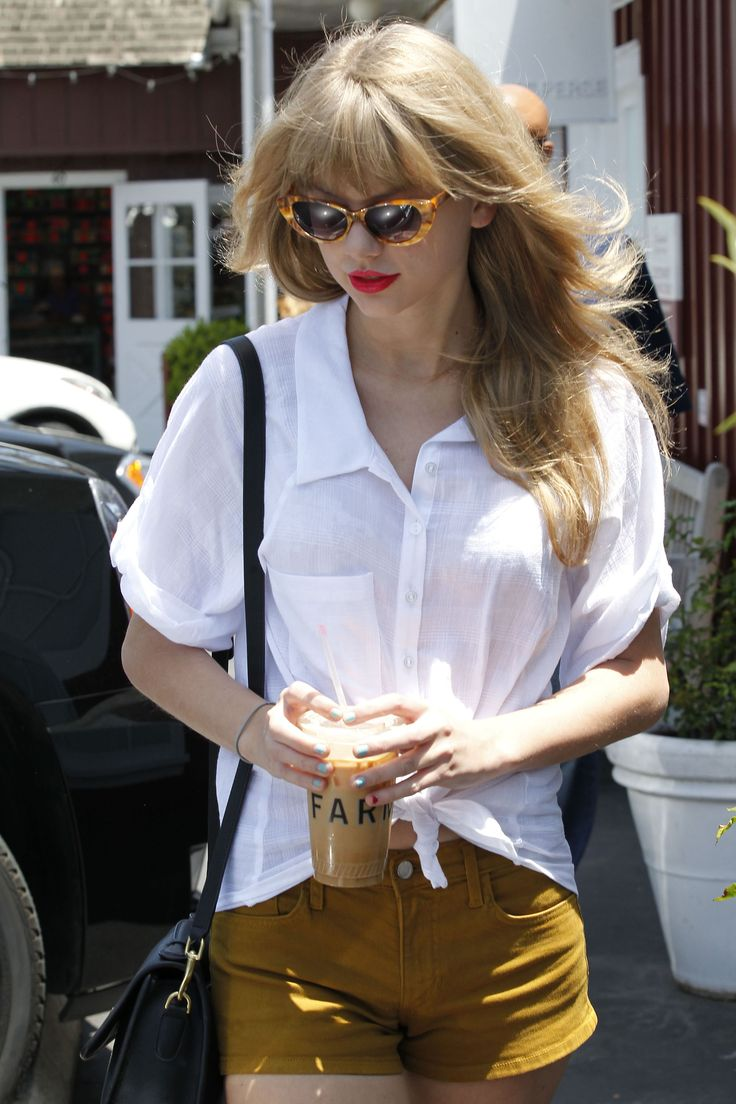 Taylor Swift: Light blue and red nailsLips Hairbeauti, Taylor Swift Red, Casual Outfit, Photos Gallery, Taylors Swift Outfit, Style, Lips Hair Beautiful, Red Lips, Taylors Swift Red