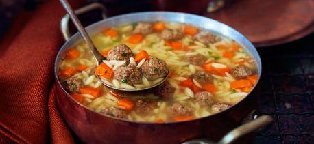Cook with Campbells. Soupe nourrissante aux boulettes à l'italienne