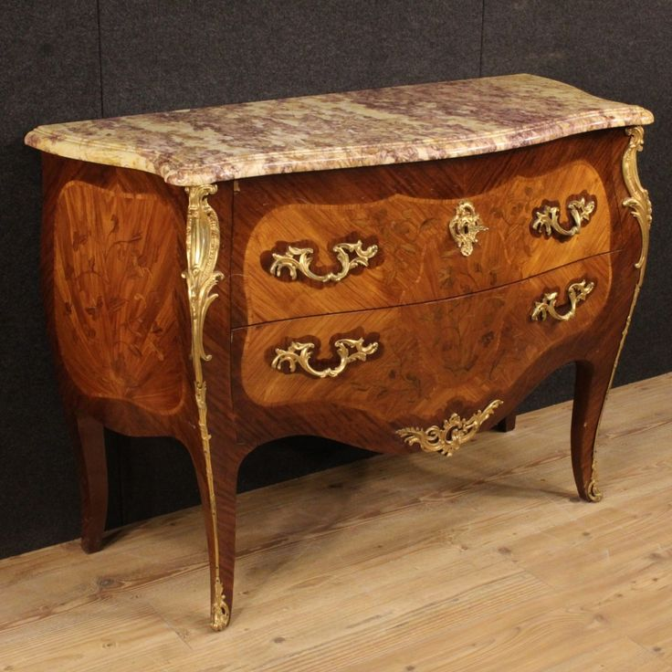 2600€ French inlaid chest of drawers in Louis XV style. Visit our website www.parino.it #antiques #antiquariato #furniture #inlay #antiquities #antiquario #comò #commode #dresser #chest #drawer #golden #gold #decorative #interiordesign #homedecoration #antiqueshop #antiquestore #marble #bronze