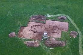È in Scozia il più antico calendario dell'umanità. In base all'ultima scoperta effettuata da un gruppo di archeologi nella zona di Aberdeen, avrebbe quasi diecimila anni quello che potrebbe essere il più antico calendario lunare riportato alla luce. http://www.calendaripersonalizzati.info/il-piu-antico-calendario/