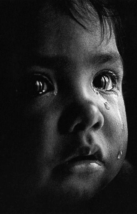 """The Language of Tears...   Pedro Luis Raota - Photography-------Bellos ojos, mas bellos si ven bien. Controlate cada año. Lee en nuestro blogspot """"Como descansar frente a la PC y otros"""
