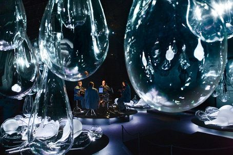 Different Trains by Steve Reich at The Jewish Theatre in Sthlm, Sweden. Glass design by Ann Wåhlström.