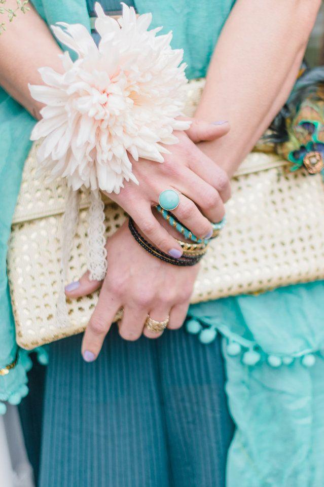 Leuke kleuren voor je ringen en armbanden! #accesoires #sieraden #bruiloft #trouwen #huwelijk #trouwdag #lente #inspiratie Trouwen in de lente? Inspiratie voor een lente bruiloft | ThePerfectWedding.nl | Fotografie: Alexandra Vonk