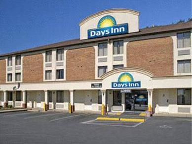 Dumfries (VA) Days Inn Dumfries Quantico United States, North America Days Inn Dumfries Quantico is a popular choice amongst travelers in Dumfries (VA), whether exploring or just passing through. Offering a variety of facilities and services, the hotel provides all you need for a good night's sleep. Facilities like free Wi-Fi in all rooms, 24-hour front desk, facilities for disabled guests, family room, newspapers are readily available for you to enjoy. Guestrooms are designed...