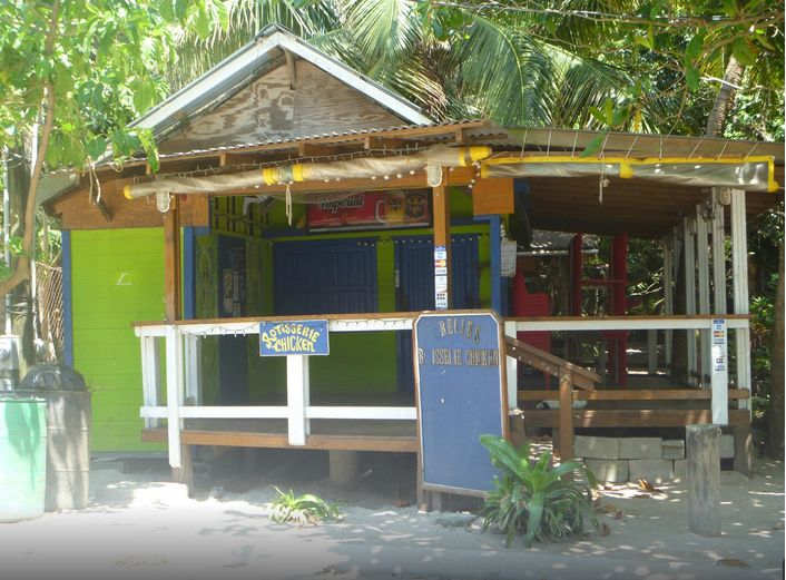 Where to Eat in Roatan and Utila, Honduras – 4 Restaurant Recommendations