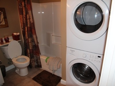 Small Full Bath With Stacked Washer Dryer Bathrooms Pinterest Vacation Rentals North