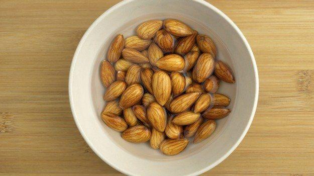 Descubre Los Grandes Beneficios De Consumir Almendras Remojadas Soaked Almonds Nuts And Seeds Healthy Snacks