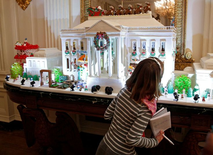 The Obamas Unveil The 2016 White House Holiday Decorations
