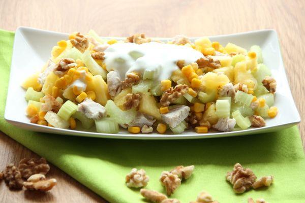 Kuchnia w wersji light: Sałatka z selerem naciowym, ananasem i kurczakiem