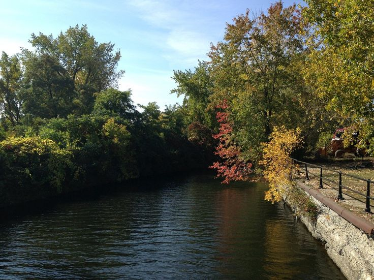 #Montreal´s Lachine Canal in #Autumn http://www.navut.com/montreal
