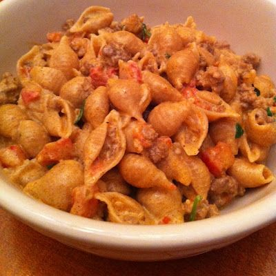 Taco Pasta. It's quick, easy, and most importantly, DELICIOUS!Tacos Seasons, Sour Cream, Tacos Pasta, Sunday Recipe, Ground Beef, Taco Seasoning, Wheat Noodle, Quick Pasta Recipe, Cream Cheeses