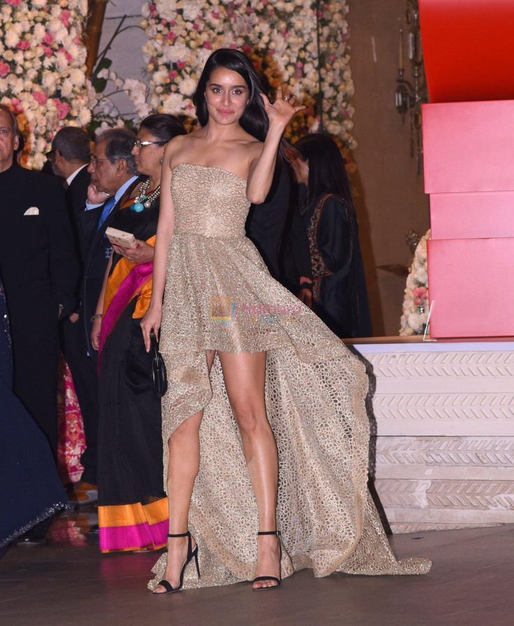 Shraddha Kapoor at the Ambani's wedding party of their niece, Isheta Salgaoncar on 24th Nov 2016 / Shraddha Kapoor - Bollywood Photos