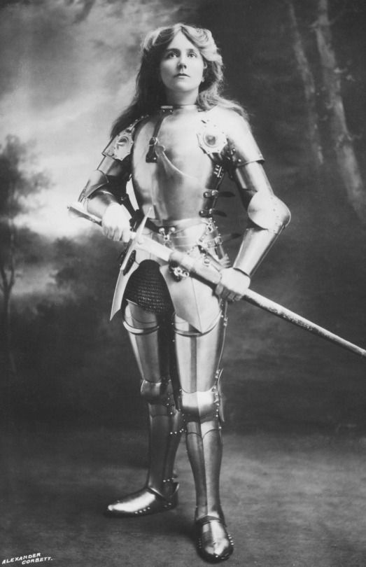 (Alice the Jabberwocky killer) Ellaline Terriss as Joan of Arc, 1900′s.