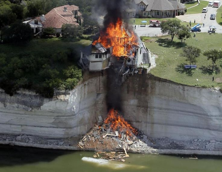 Reuters / Friday, June 13, 2014 Lake Whitney, Texas: I was covering the controlled burn of a house slowly falling into Lake Whitney due to the decaying cliff underneath. Asked to take photos from an aerial perspective, an instructor and I took off from Grand Prairie Municipal Airport around 9am. The burn, scheduled to start an hour later, was delayed. I love flying, but patience proved challenging as circling for nearly three hours gets boring fast. By Brandon Wade Best photos of the year…