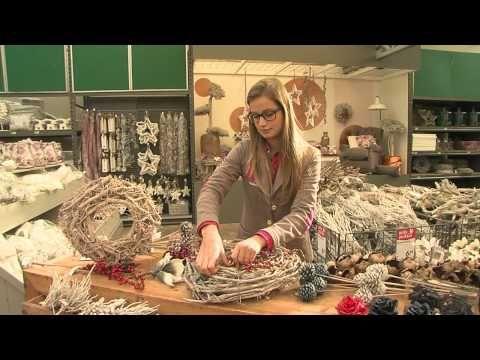 Maak een mooie krans met foam, decoratiemateriaal en verlichting met de tips van Intratuin Halsteren - YouTube