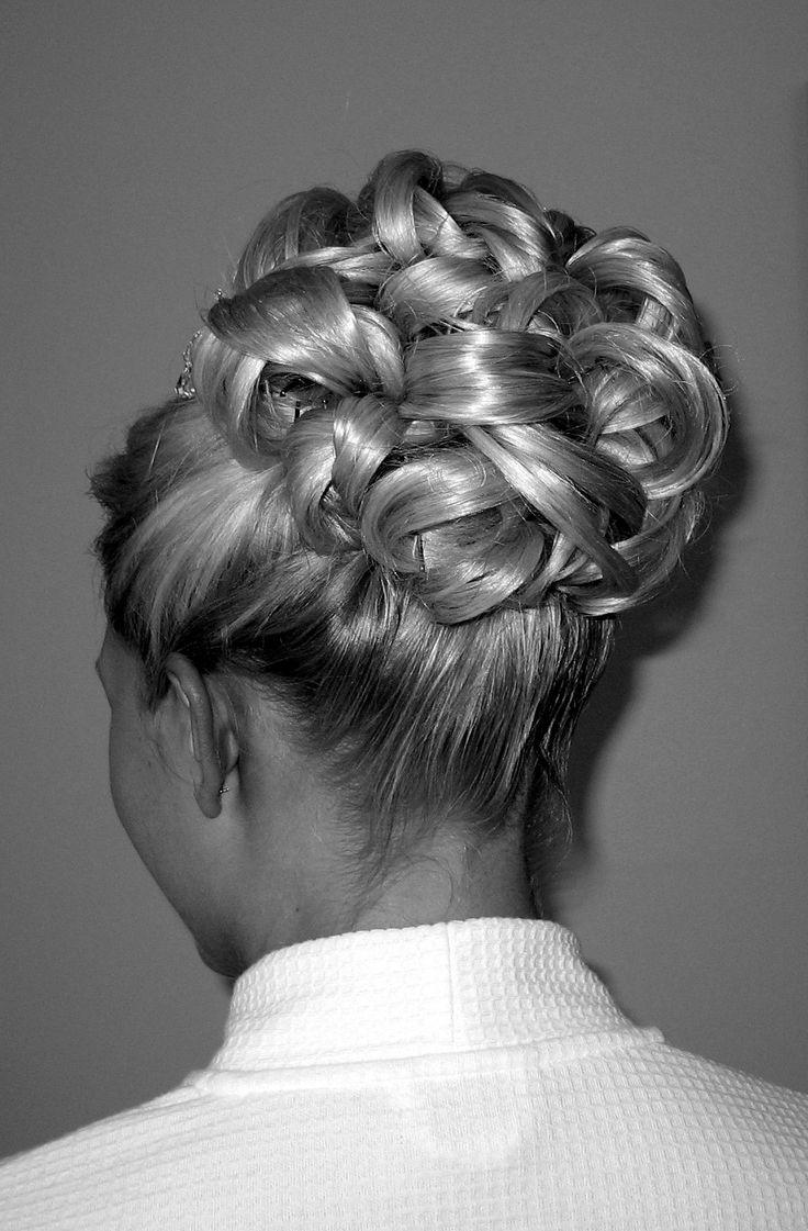 Interwoven barrel curls bridal hairstyle by wwwameliagarwood.com