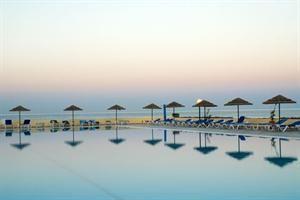 Griekenland Rhodos Kalithea  Ligging: Eden Roc Resort Hotel biedt u een fantastische ligging. Het hotel ligt direct aan het strand en na 20 m. lopen voelt u al het zand tussen uw tenen. Het bruisende centrum van Rhodos-Stad...  EUR 521.00  Meer informatie  #vakantie http://vakantienaar.eu - http://facebook.com/vakantienaar.eu - https://start.me/p/VRobeo/vakantie-pagina