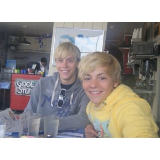 ross and riker lynch so little and adorbs ross lynch r5 riker