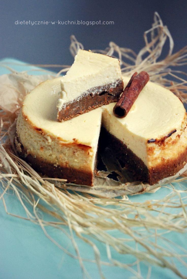 """Moje Dietetyczne Fanaberie: Lekki sernik cytrynowy na cieście marchewkowym. Porcja 137 kcal. Zero dodanego tłuszczu. """"Spód ciasta """"przygnieciony"""" masą serową na godzinę w piekarniku robi się raczej ciężki i zbity, ale nie jest twardy i nie spieka się przy długim pieczeniu."""""""