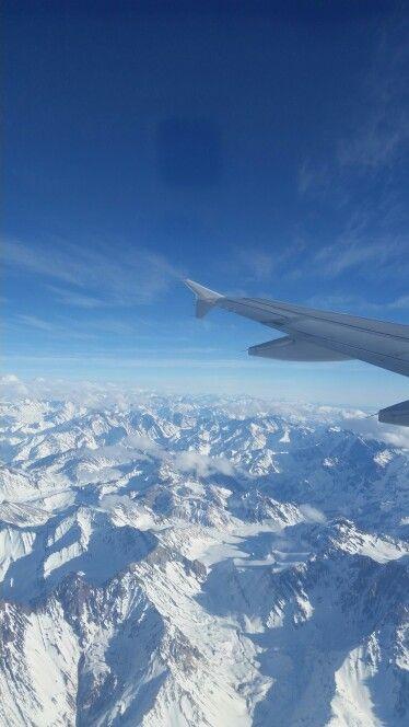 Majestuosa vista aérea de la Cordillera de Los Andes en Chile.