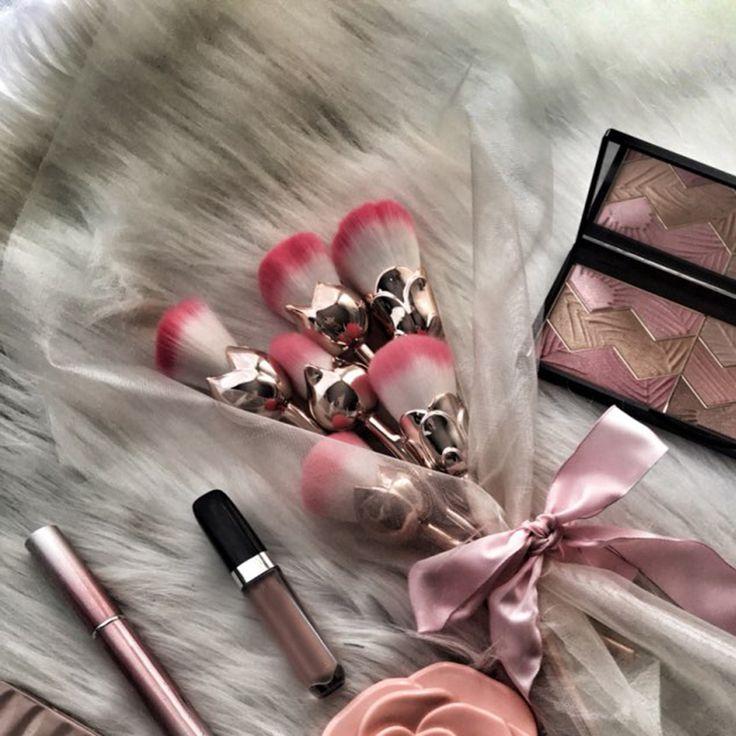 Aliexpress.com: Comprar Zwellbe 6 Unids Rose Gloden Forma de La Flor Herramienta Blush Pinceles de Maquillaje Cosmético del Polvo de Cara Pincéis Brocha kabuki Brocha Maquillaje de brochas maquillaje fiable proveedores en zwellbe Store
