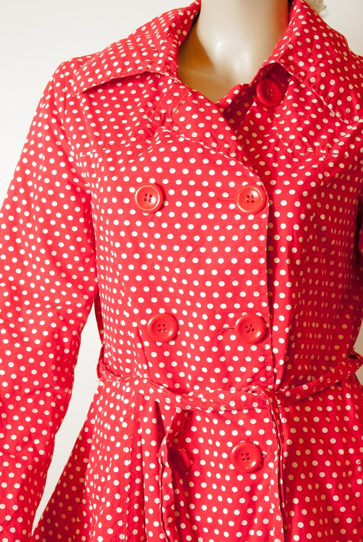 Beautiful spring coat, red with white dots. Down heavily flared. A bar of the same material.