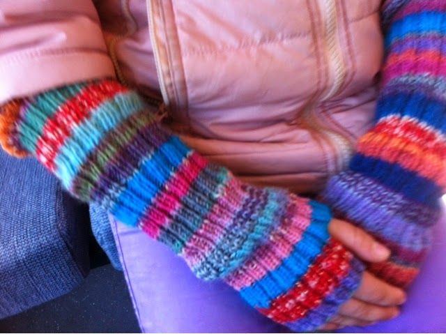 Knitted armwarmers - by GJ: Armvarmere til min datter