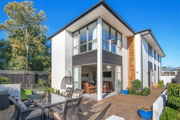 Sizzling With Style!   Harcourts Gold Real Estate