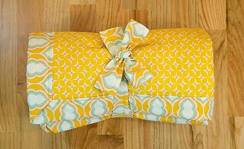 Great tutorial on how to make a baby blanket. Would be such a special gift to a friend for their baby.