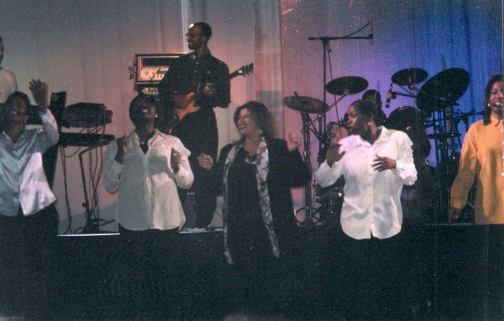 Qui hanno fatto salire tutti, ma poi a me hanno dato l'onore di cantare tutto il secondo tempo con loro, visto che mi piace da impazzire il Gospel, io però mi dedico al soft Jazz e alla Lirica......Classiche Napoletane!