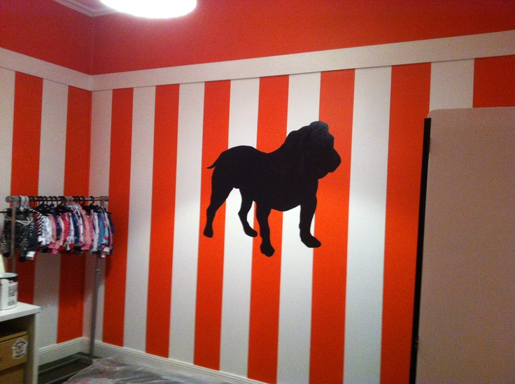 Hand painted stripes, overhead projector to do the bulldog silhouette! My very own DIY