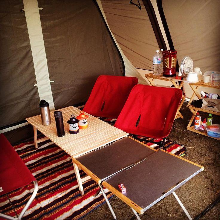 週末Campより。 たかがCamp。されどCamp。 凝りだすとキリがない。 でも楽しい! #kuroson370 #ユニフレーム #焚き火テーブル #ヘリノックス #コンフォートチェア #コーナンラック #コールマン #スチベル #スノーピーク #ランドロック #camp #スマイルランタン