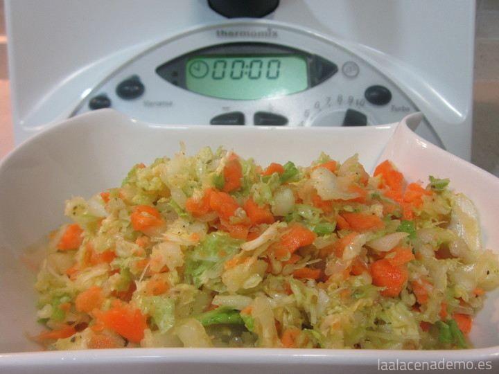 Ensalada de col y zanahoria con Thermomix - La Alacena de MO