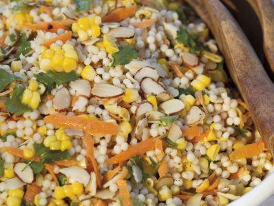 Receta   Ensalada de cuscús israelí y maíz (Corn and Israeli Couscous Salad) - canalcocina.es