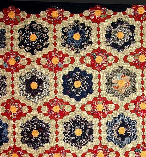 Beautiful!  I love this quilt.  Need to study how she decided to bind it.