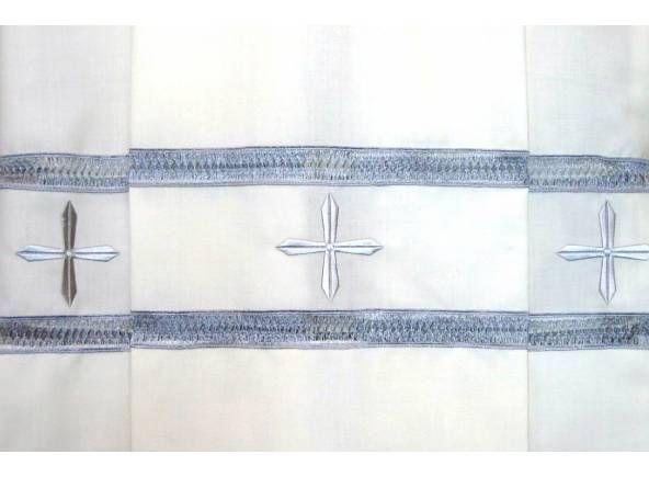 Alba litúrgica decorada con Cruces bordadas. Cremallera en hombro de la prenda / Liturgical alb in 100% Polyester. With zipper closure on the shoulder. Embroidered Crosses. (2/2). http://www.articulosreligiososbrabander.es/alba-liturgica-cruces-bordadas-cremallera.html #AlbaLiturgica #Ornamento #Clergy #Alb #Vestment
