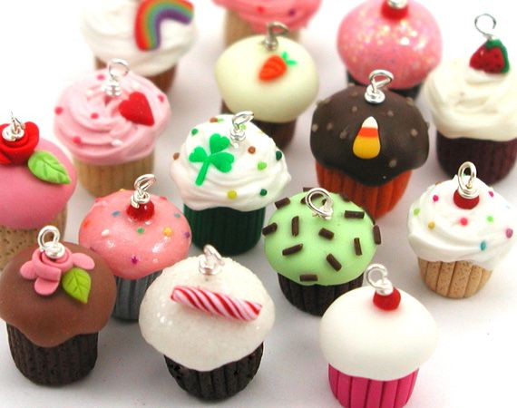 Polymer clay miniature cupcakes tutorial.