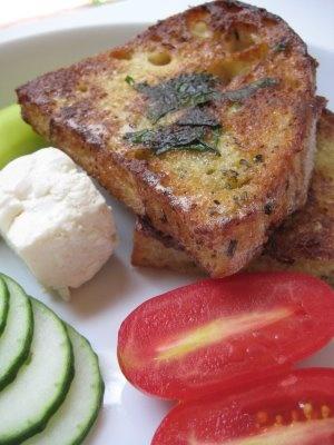 Turkish Eggy Toast (Yumurtalı Ekmek)