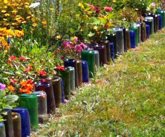 Bordure de jardin en bouteilles