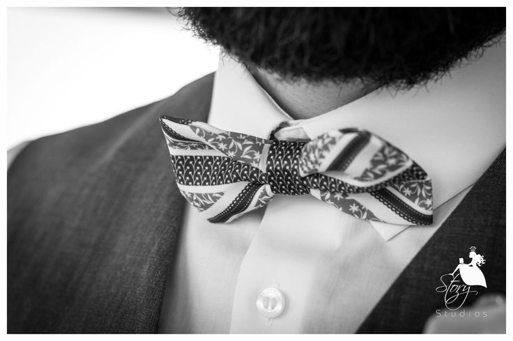 Lovely bow tie for the groom!