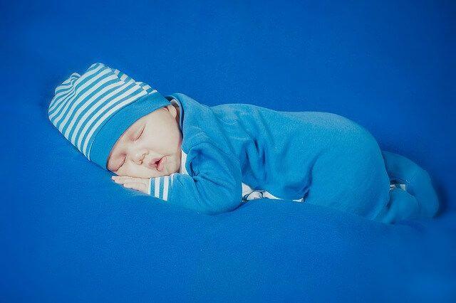 Las mejores canciones de cuna para tu bebé son esas que con amor y dedicación le cantas a la hora de dormir