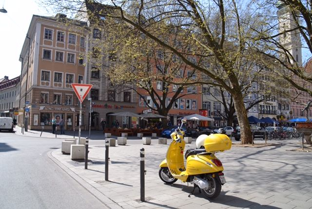 Munich tourist attractions - Discover Munich by Vespa on your individually way. We provide Sightseeing Tours in Munich with scooter. See more at http://www.vespamunich.com/