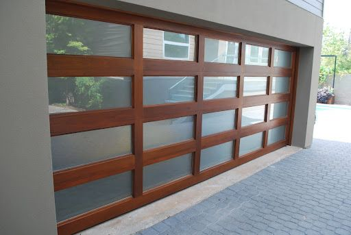 Contemporary Garage Door (Like this type midcentury garage door)