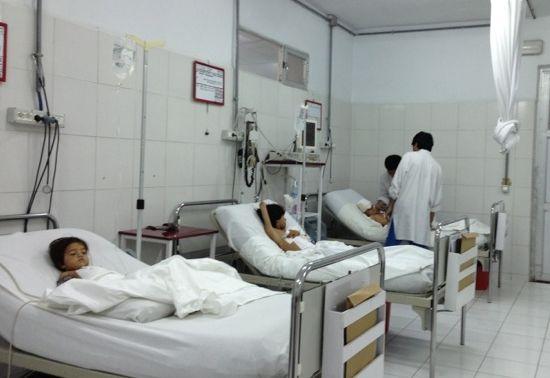 La terapia intensiva del Centro chirurgico di @EMERGENCY a Lashkar-gah, #Afghanistan. I combattimenti sono sempre più violenti e non sembrano dare tregua alla popolazione locale; le corsie femminile e pediatrica del nostro ospedale di Lashkar-gah sono piene. Noi ci siamo, per offrire cure gratuite alle vittime di questa terribile e interminabile #guerra. Lo possiamo fare anche grazie al vostro aiuto: http://www.emergency.it/flex/FixedPages/Common/donazioni.php/L/IT/trk/14.28