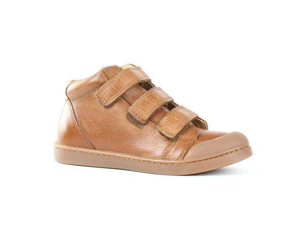 Moernaut schoenen en lederwaren uit Dendermonde, familiezaak die reeds 75 jaar bestaat en is uitgegroeid tot  schoenenpaleis van 1.300 m². De meer dan 200 merken in schoenen en lederwaren voor dames, heren, jeugd en kindjes zijn nu ook te koop in hun webshop.