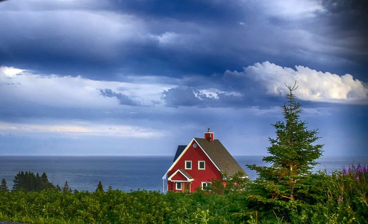 https://flic.kr/p/Mp1sDu | Sunset Light | Another colored house on the Atlantic Ocean in Gaspésie just minutes before the summer sunset